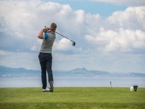 A golfer tee's